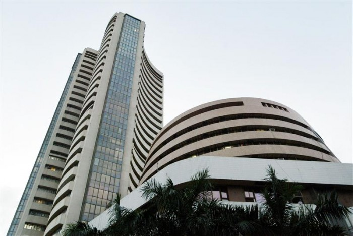 Bombay Stock Exchange, India's oldest stock exchange, is seen September 18, 2003. Foreign fund inflows to India, a key driver of the share market's rise of over 22 percent this year, will not be much affected by a court ruling that has stalled the government's privatisation plans, fund managers said on Thursday. REUTERS/Sherwin Crasto  SC/FA